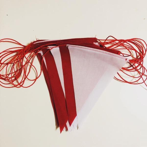 ธงราวขาว-แดง ผ้าโทเล ยาว 15เมตร